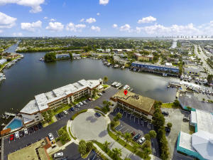 312  Lake Circle 208 For Sale 10613359, FL