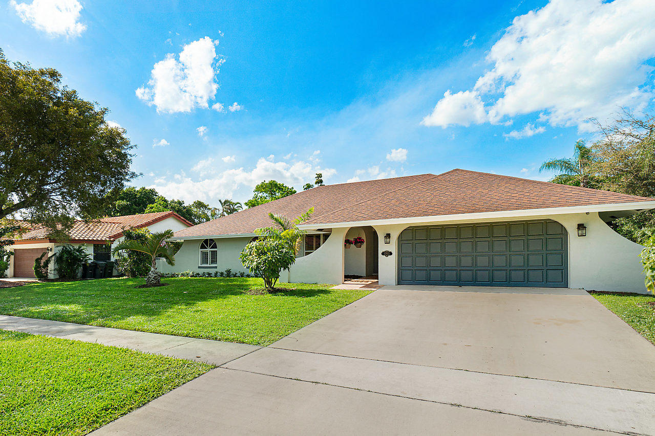 Home for sale in Margate Place Wellington Florida