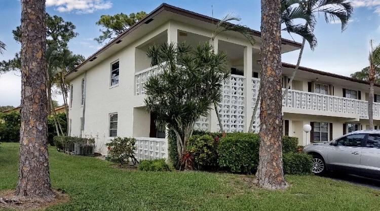 5321 Poppy Place 101  Delray Beach, FL 33484