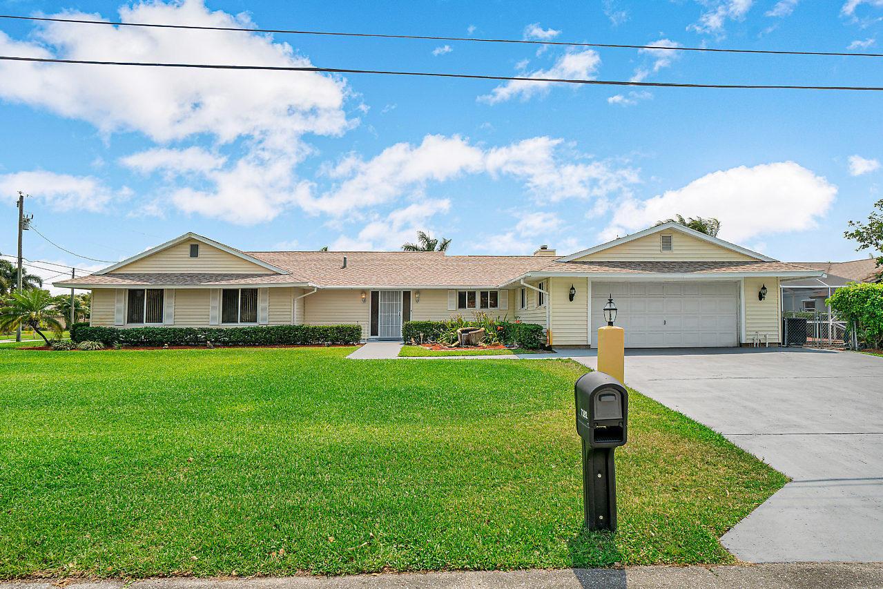 7392 Seabreeze Drive Lake Worth, FL 33467