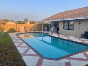 9102  Bedford Drive  For Sale 10612709, FL