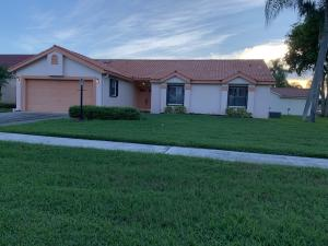3/2 HUGE, BACKYARD,CORNER LOT IN EGRET ISLES SUBDIVISION. FRESHLY PAINTED, NEW PORCELAIN WOOD TILES THROUGHOUT. SCREEN COVERED PATIO. WATER VIEW. GREAT AREA, EXCELLENT SCHOOLS! HOA INCLUDES LAWN CARE & BASIC CABLE.