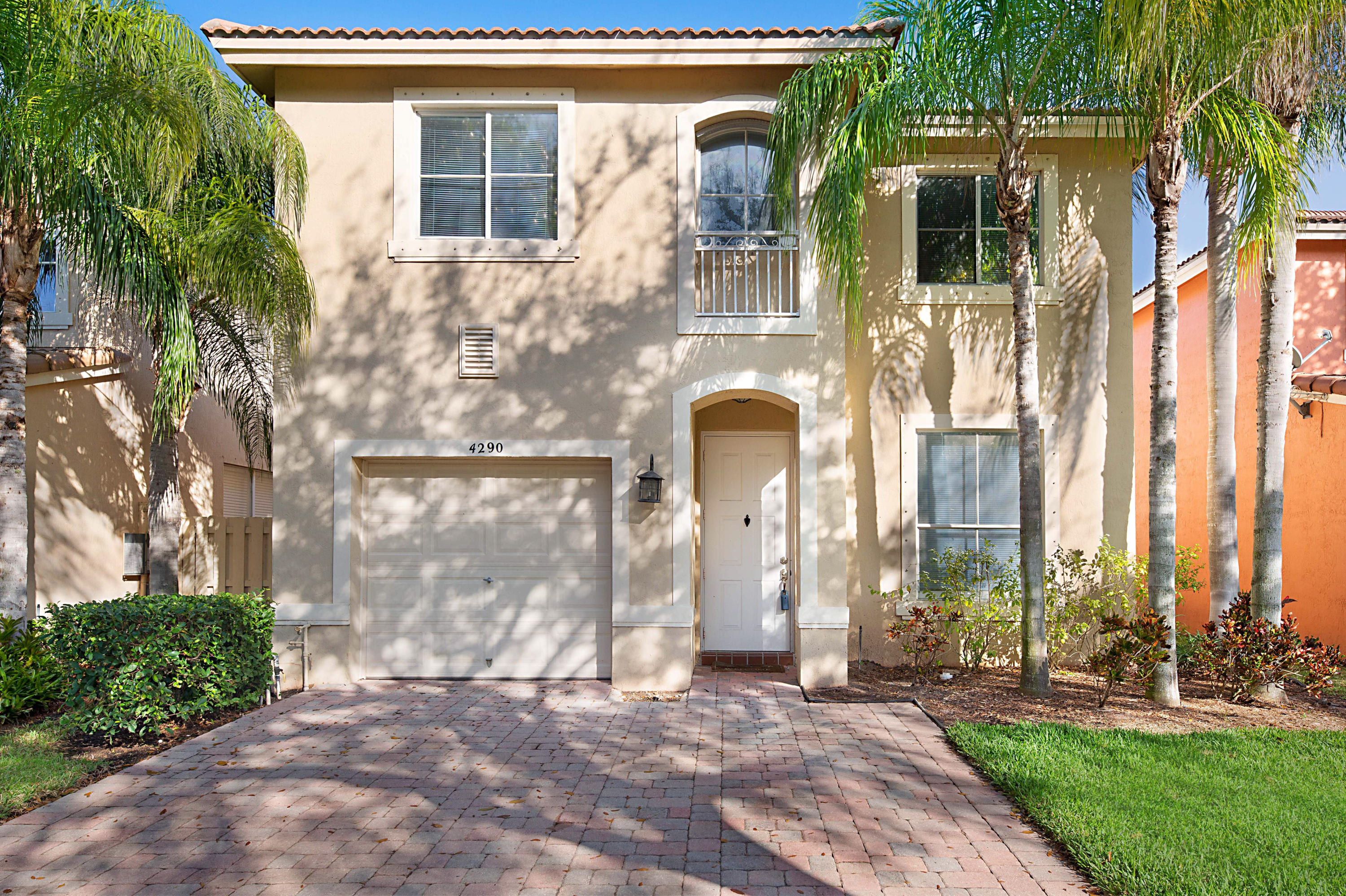 4290 Lake Lucerne Circle, West Palm Beach, Florida 33409, 4 Bedrooms Bedrooms, ,2.1 BathroomsBathrooms,F,Single family,Lake Lucerne,RX-10617239