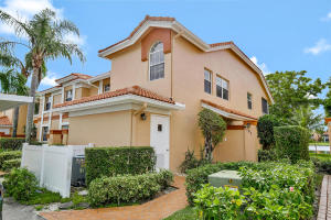 9939  Seacrest Circle 102 For Sale 10617251, FL