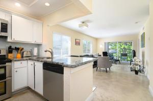 207  Tropic Isle Drive 2150 For Sale 10617880, FL