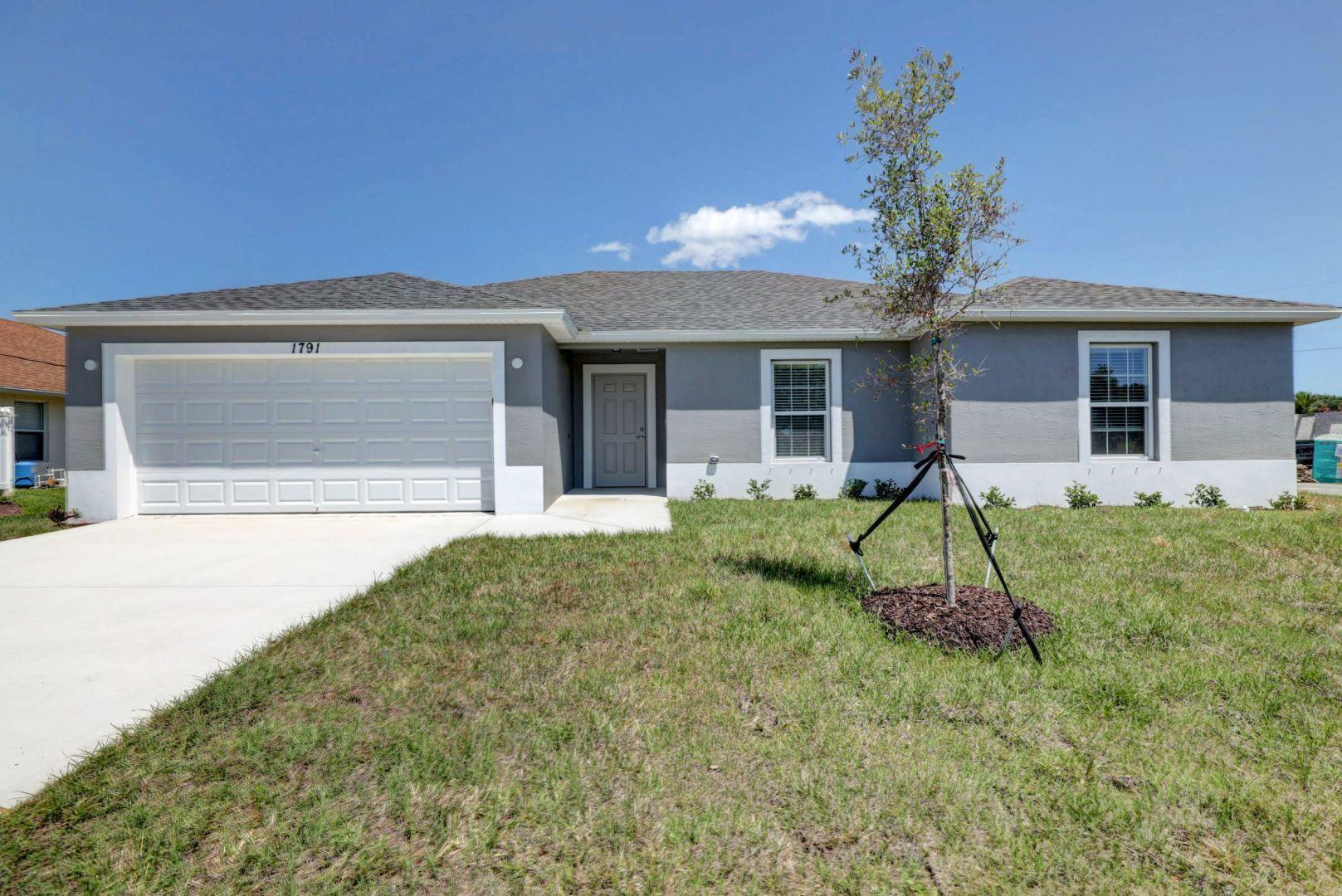 Photo of 820 SE Celtic Avenue, Port Saint Lucie, FL 34983