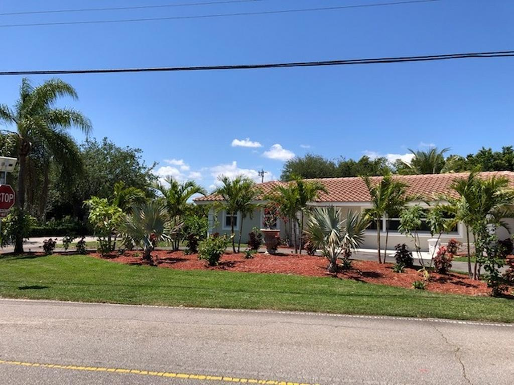 8219 W Lake Drive Lake Clarke Shores, FL 33406