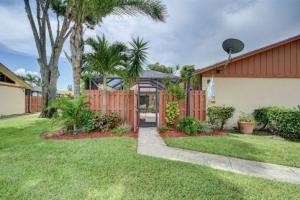 1050  Summit Place Circle B For Sale 10619630, FL
