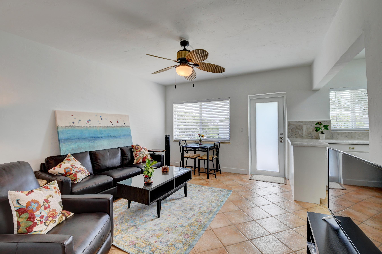1006 Casuarina Road 8  Delray Beach, FL 33483