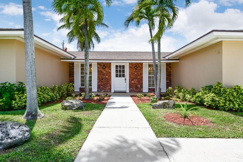221 Tam O Shanter Drive Palm Springs, FL 33461 photo 2