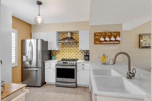1060  Lake Shore Drive 203 For Sale 10621573, FL