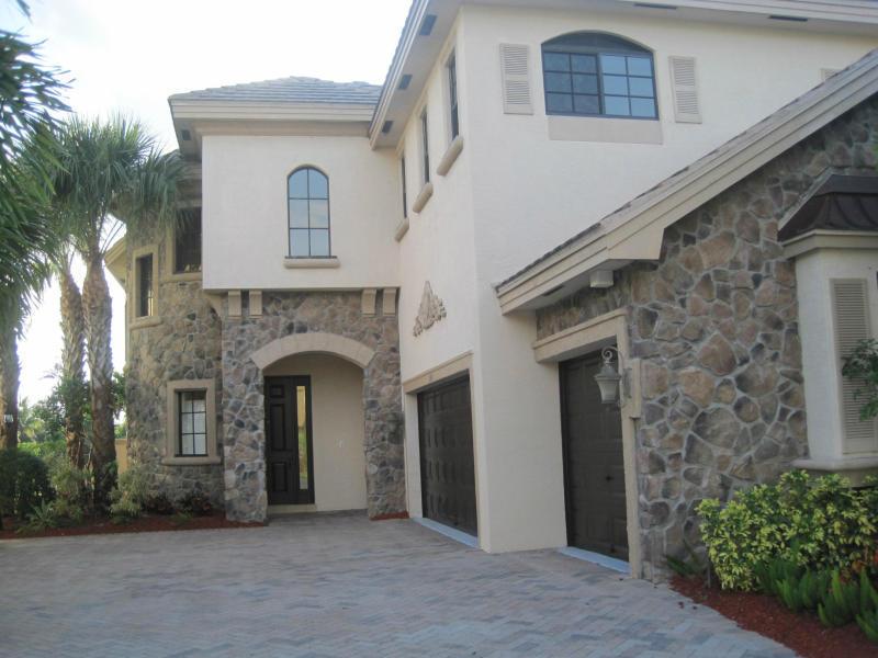 3416 Collonade Drive Wellington, FL 33449