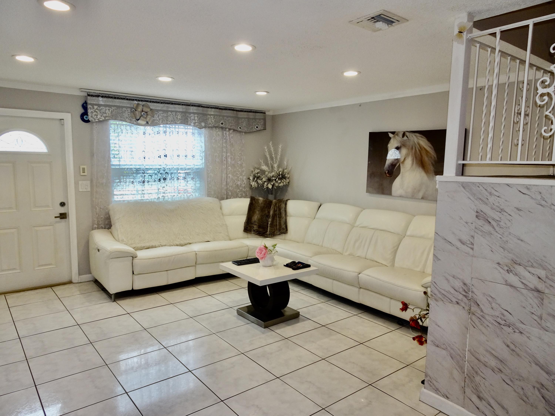 2200 Monroe Street 31 Hollywood, FL 33020