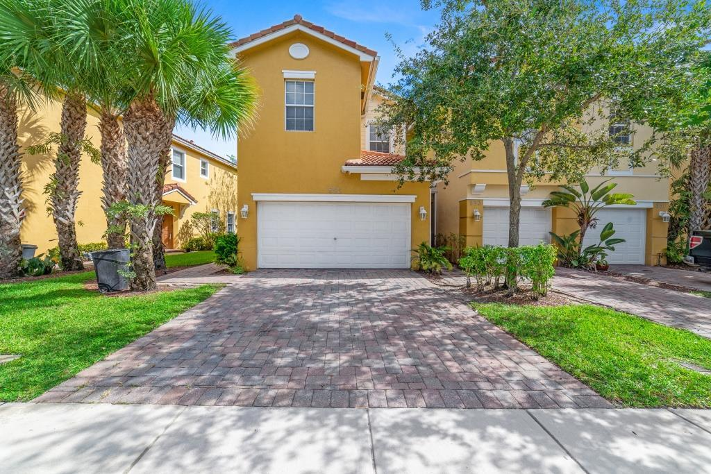 855 Pipers Cay Drive West Palm Beach, FL 33415