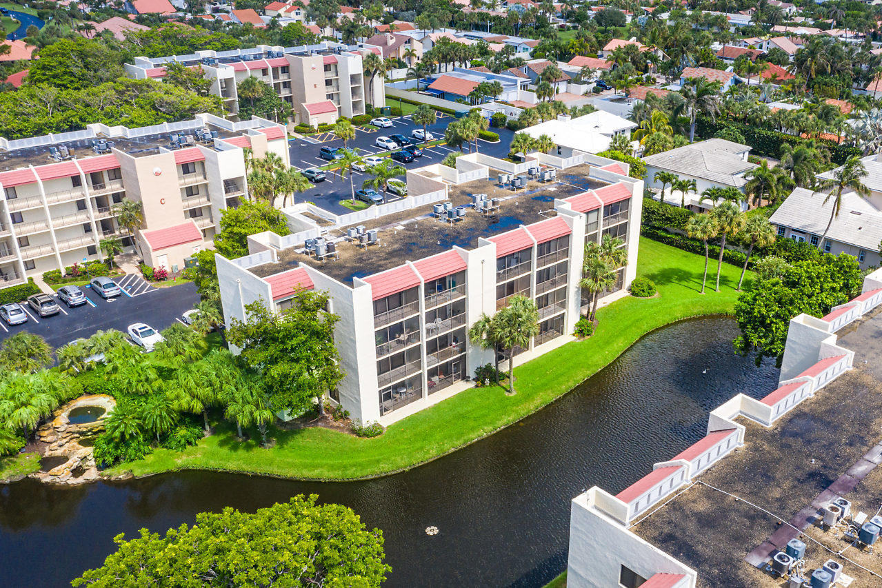 Home for sale in jupiter ocean and racquet sea rise condo Jupiter Florida