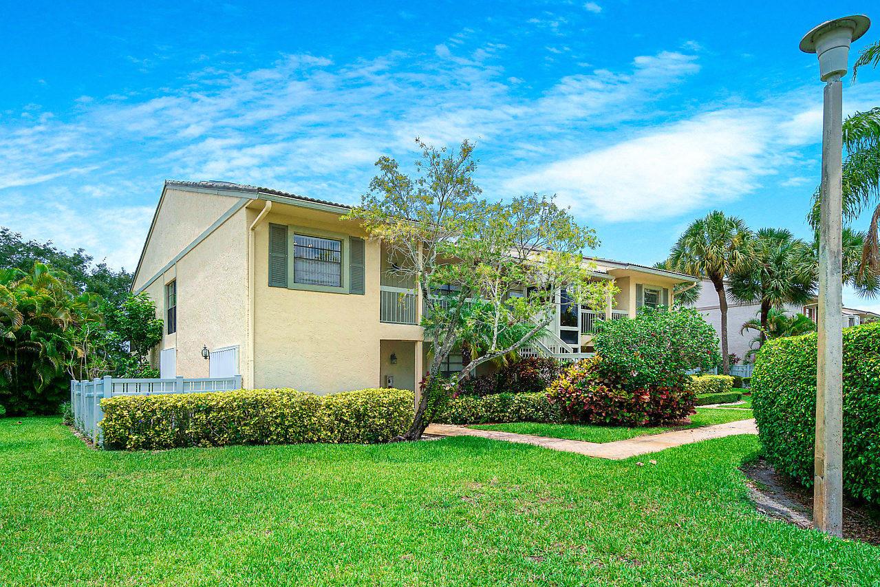 49 Eastgate Drive B Boynton Beach, FL 33436 photo 4
