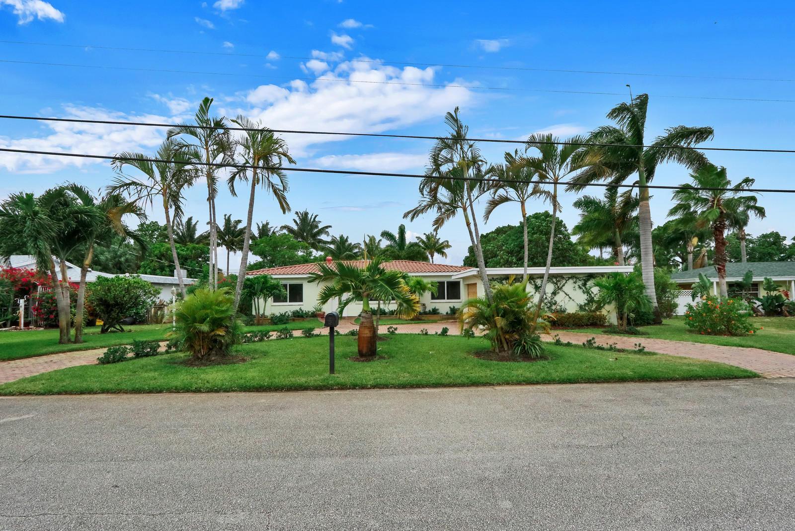 7123 Venetian Way Lake Clarke Shores, FL 33406