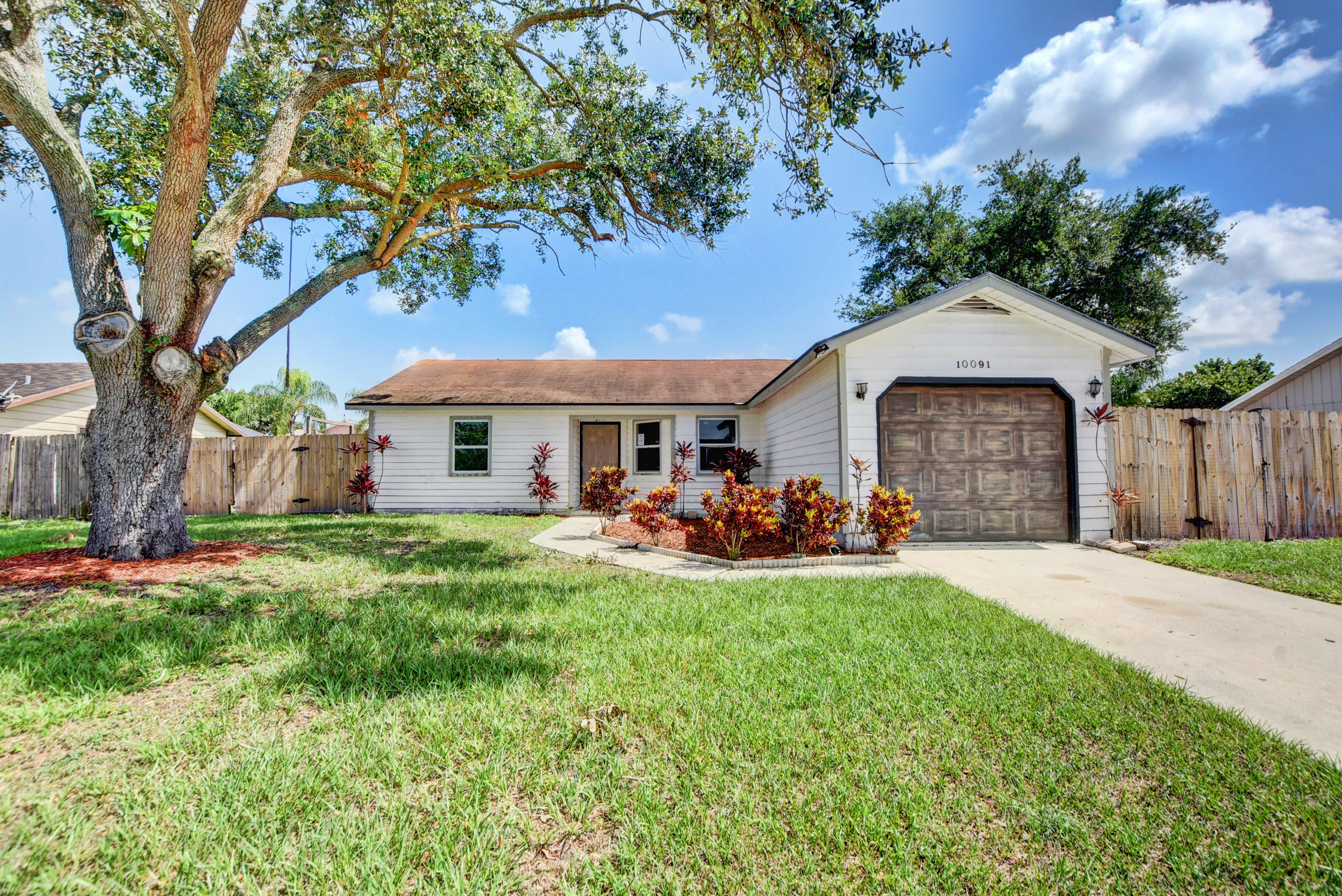 Home for sale in COUNTERPOINT ESTATES Royal Palm Beach Florida
