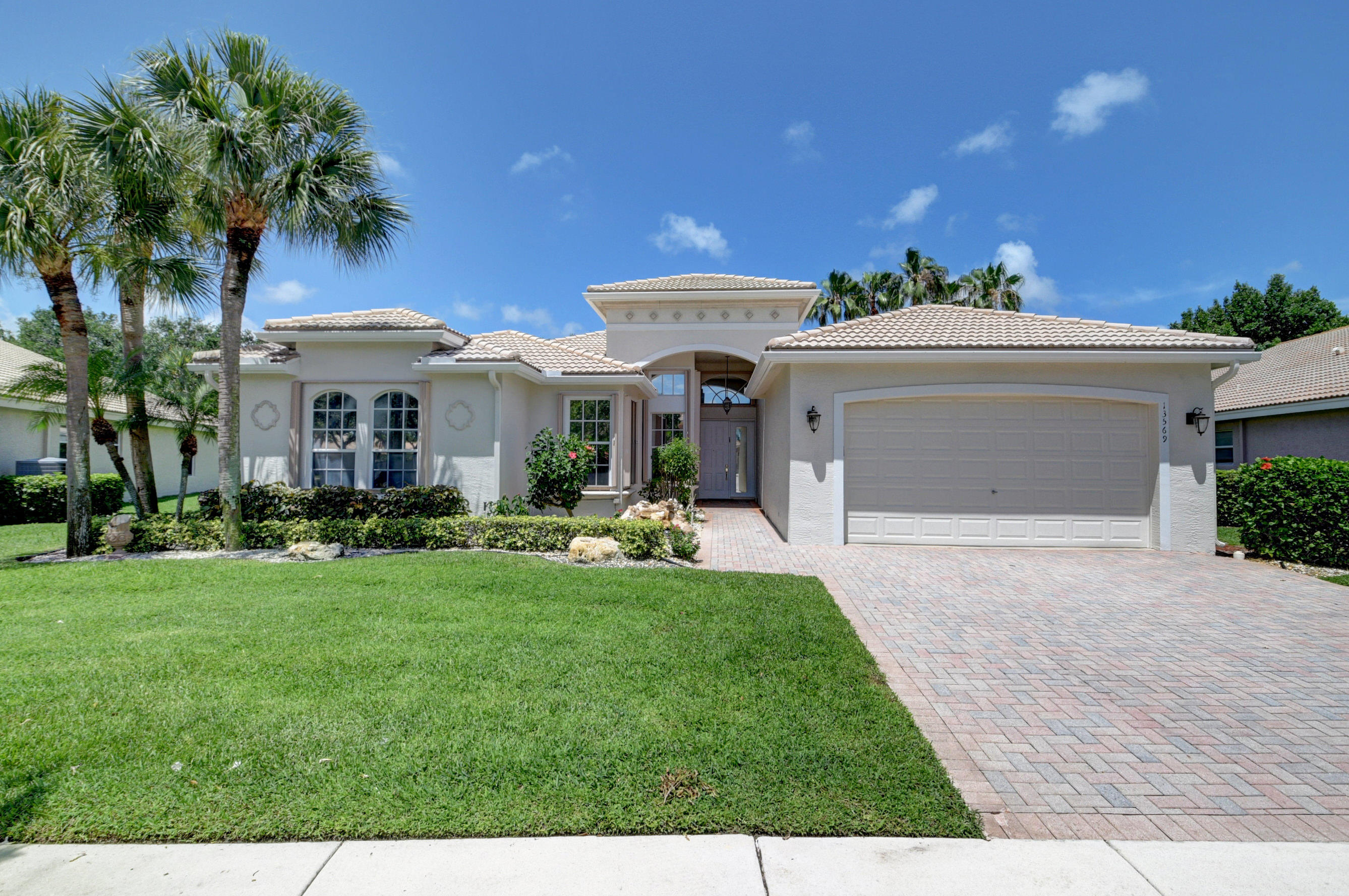 13569 Barcelona Lake Circle Circle  Delray Beach, FL 33446
