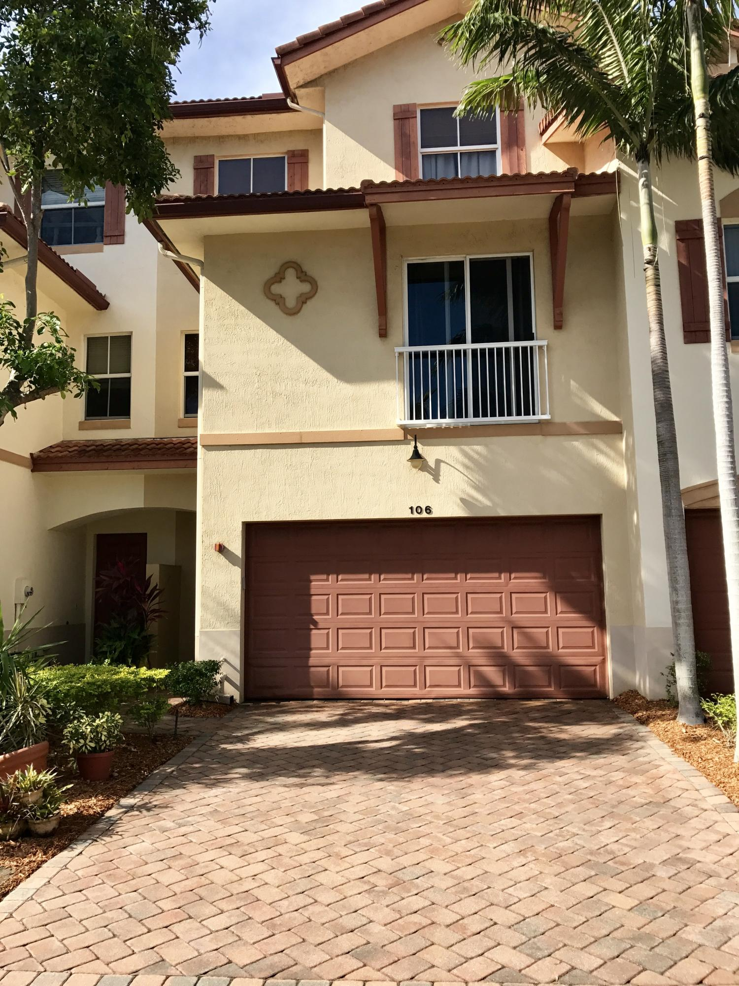 106 W Prive Circle  Delray Beach, FL 33445