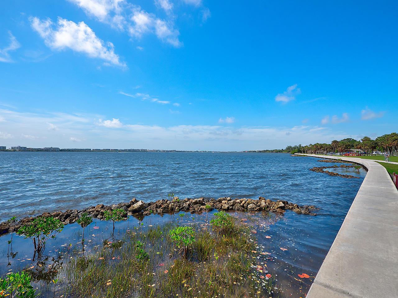 208 S Lakeside 202 Drive 202 Lake Worth, FL 33460