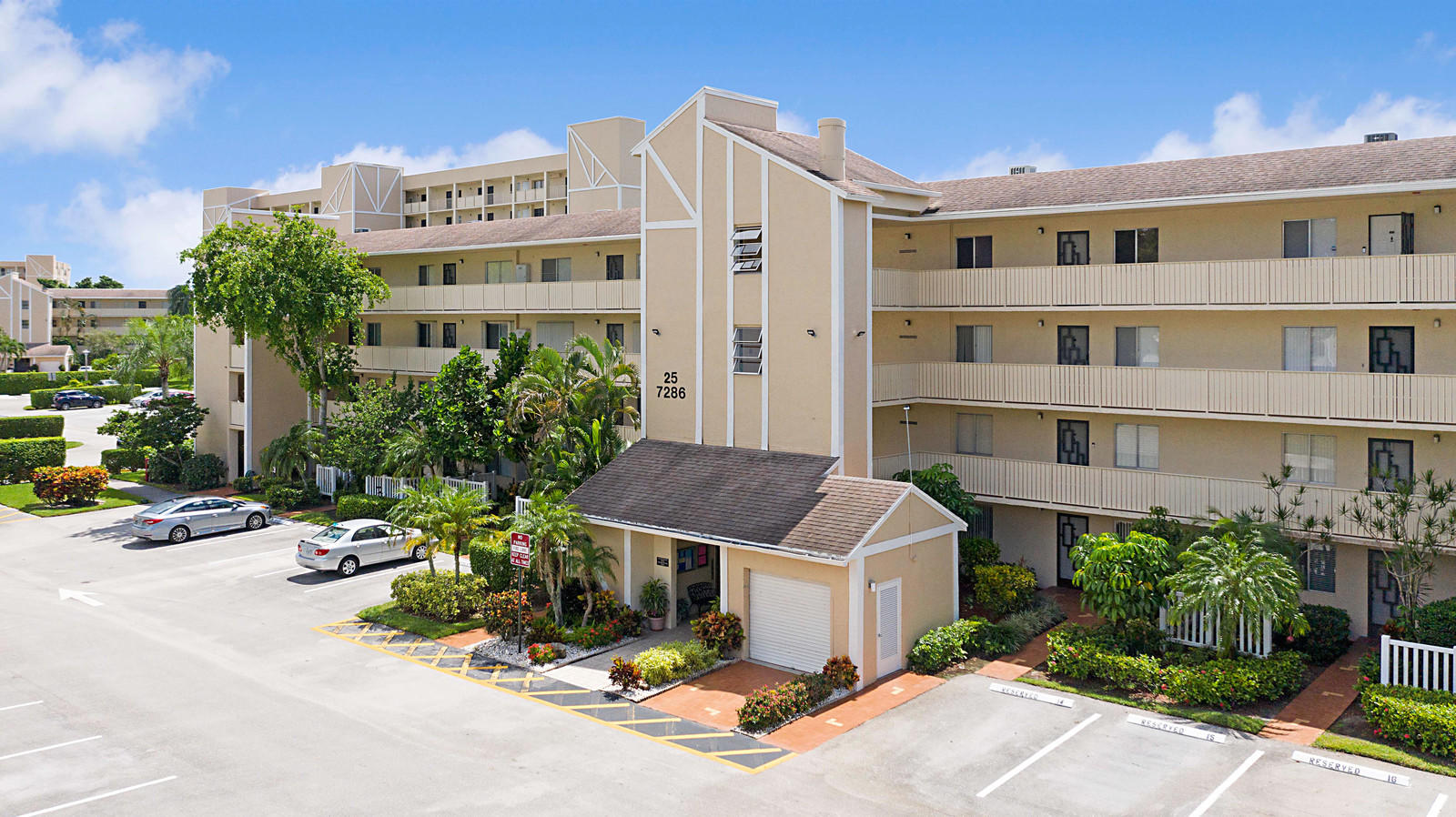 7286 Huntington Lane 205  Delray Beach, FL 33446