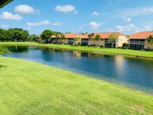 7019  Summer Tree Drive 201 For Sale 10623911, FL