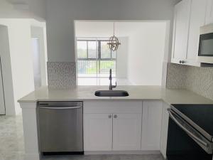 6795  Huntington Lane 303 For Sale 10628915, FL