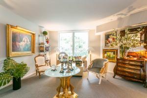 403 S Sapodilla Avenue 215 For Sale 10628429, FL