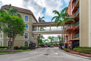 1640  Presidential Way 107 For Sale 10629848, FL