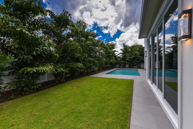 1050 NE 2nd Terrace Boca Raton-large-039