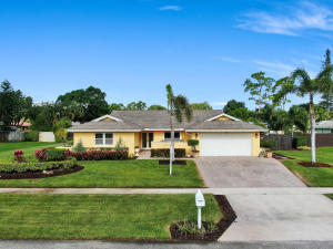 197  Old Country Road  For Sale 10629144, FL