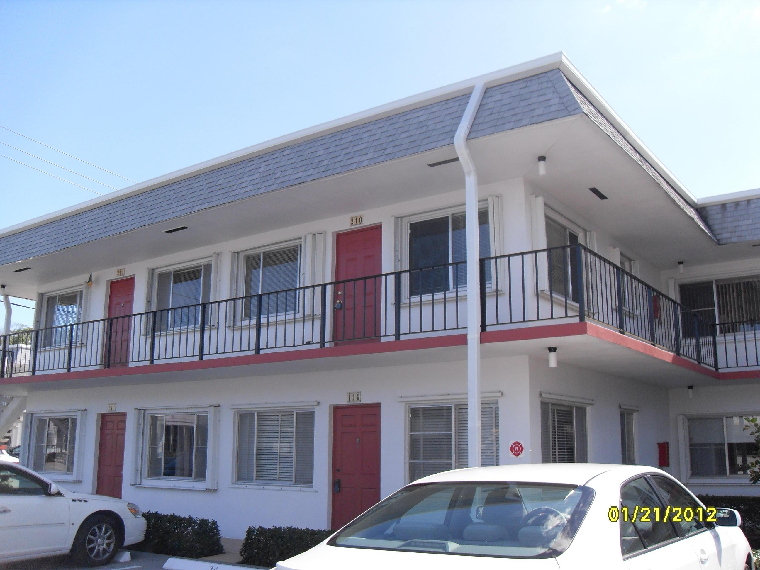 2960 Lake Osborne Drive 210  Lake Worth Beach FL 33461