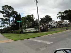 2426  Lena Lane  For Sale 10631384, FL