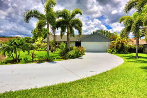 1740  Shower Tree Way  For Sale 10631466, FL