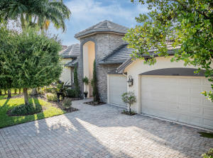 10658  Versailles Boulevard  For Sale 10632341, FL