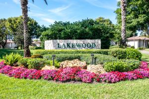 7847  Lakeside Boulevard 1082 For Sale 10632653, FL
