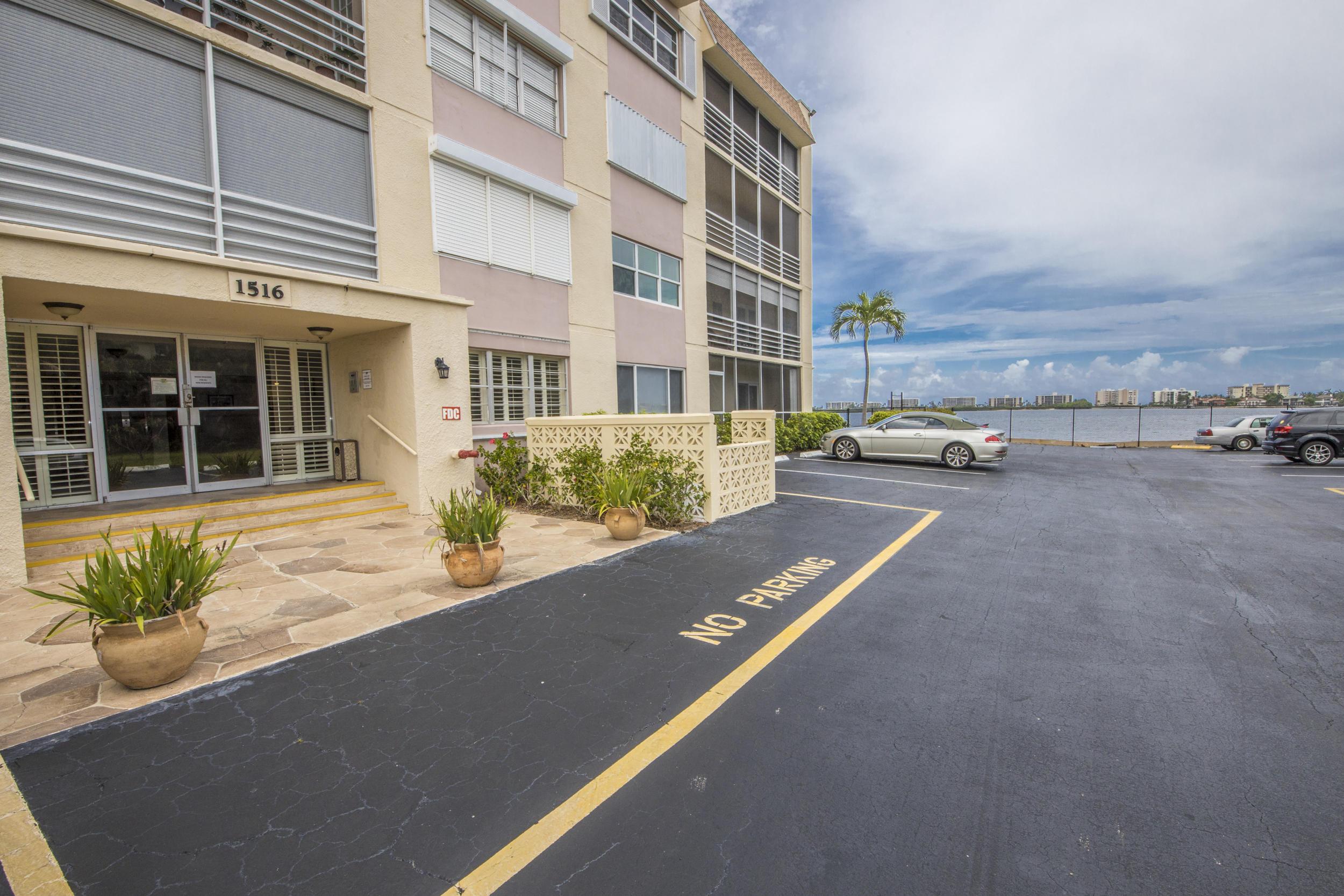 1516 S Lakeside Drive 306 Lake Worth, FL 33460