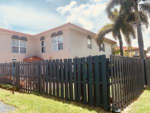 1435 SW 25th Avenue B For Sale 10633101, FL