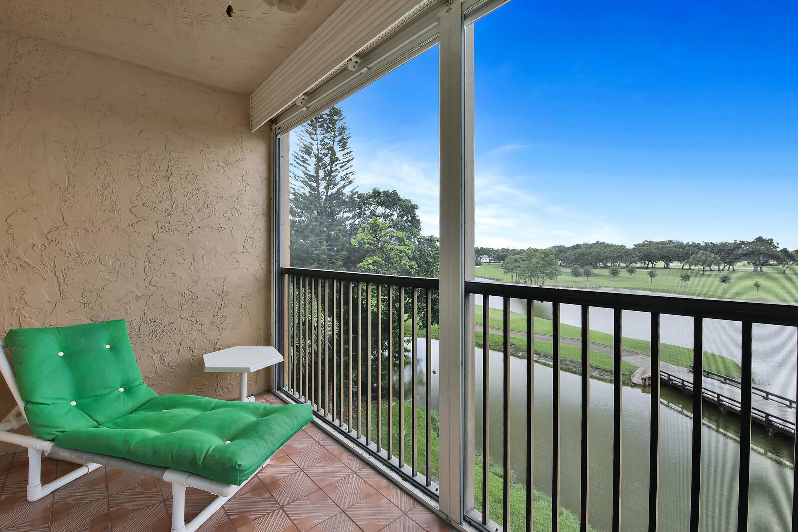 Home for sale in ROLLING HILLS GOLF & TENNIS CLUB #1 CONDO Davie Florida