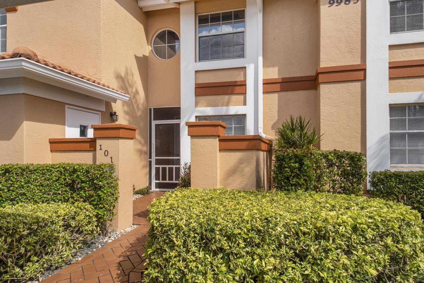 9985 Harbour Lake Circle 101 Boynton Beach, FL 33437 photo 2