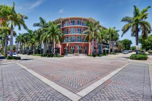225 NE 1st Street 406 For Sale 10633482, FL