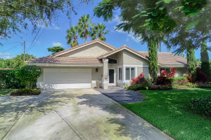 909  Lake Shore Drive  For Sale 10633863, FL