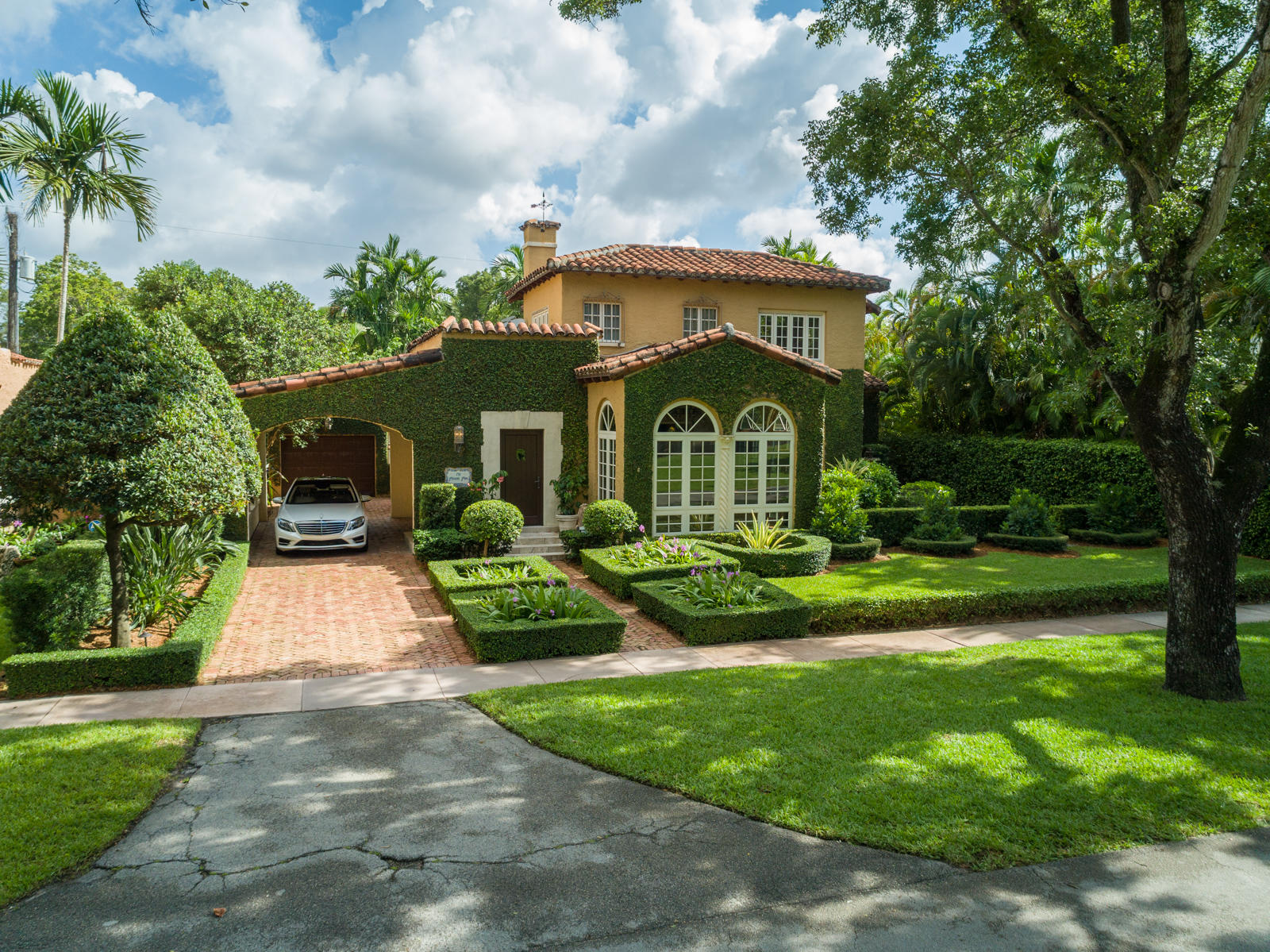 711 Alcazar Avenue, Coral Gables, Florida 33134, 4 Bedrooms Bedrooms, ,3 BathroomsBathrooms,Residential,for Sale,Alcazar,RX-10634896, , , ,for Sale