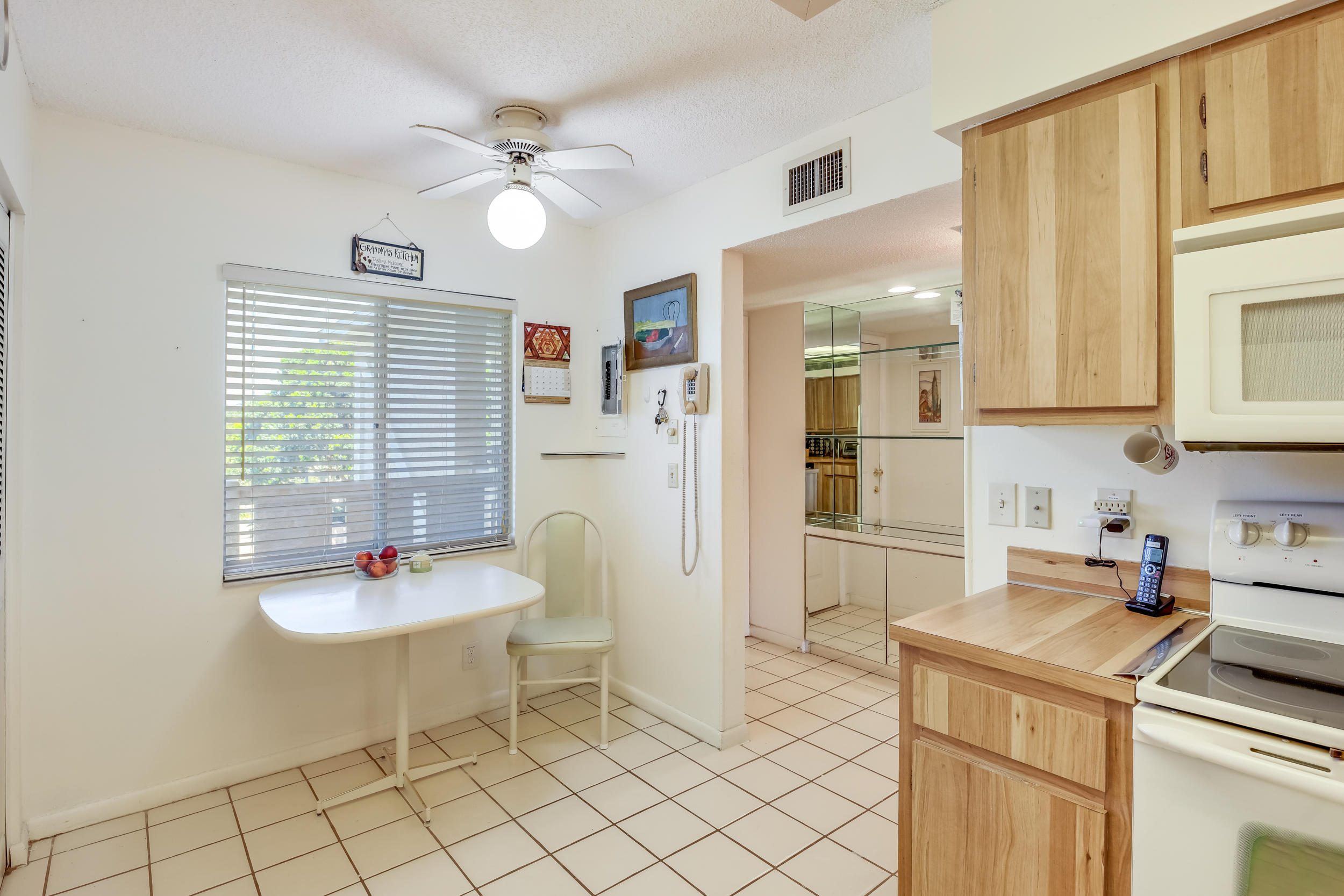 6585 Kensington Lane 401 Delray Beach, FL 33446 photo 9