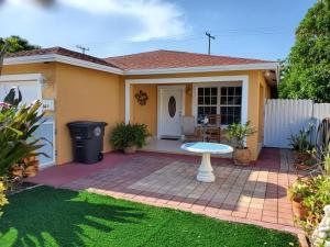 921  Alamanda Road  For Sale 10636127, FL