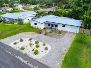 706 SW 27th Place  For Sale 10635458, FL