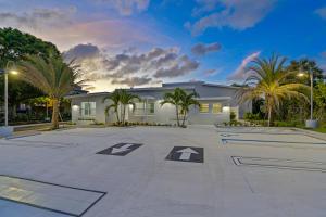 219 N Dixie Boulevard  For Sale 10634914, FL