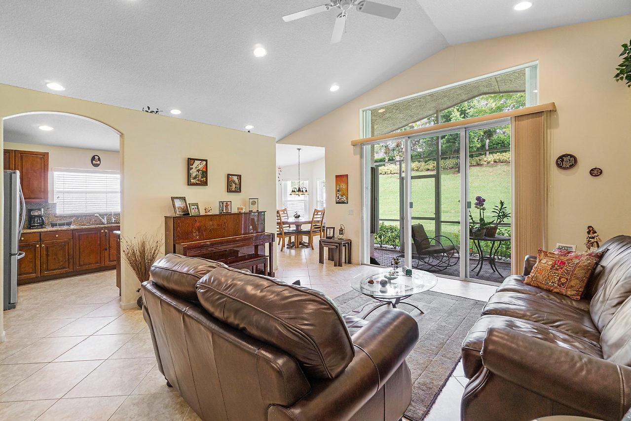 7828 Kingsley Palm Terrace Lake Worth, FL 33467 photo 5