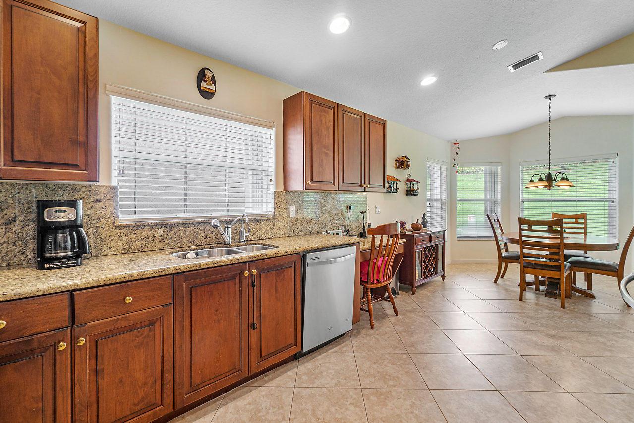 7828 Kingsley Palm Terrace Lake Worth, FL 33467 photo 10